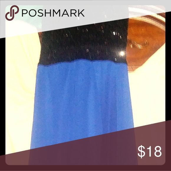 B.SMART COCKTAIL DRESS Its top is black with sparkle the bottom is royal blue and flows its never been worn B. Smart Dresses Strapless
