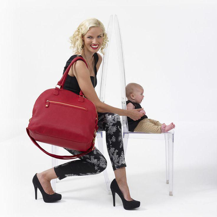 Mama con el bolsos Isoki modelo Madame Polly