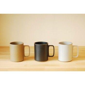 「ハサミ ポーセリン」は、陶磁器の有名ブランド「HASAMI」と、L.A.を拠点に活躍する篠本拓宏がコラボして誕生したテーブルウェアブランドです。  【画像は、トールタイプのマグカップ】