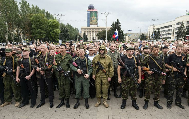 Armed pro-Russian separatists of the self-proclaimed Donetsk People's Republic pledge an oath during a ceremony in the city of Donetsk June 21, 2014. Ukrainian President Petro Poroshenko on Friday ordered a seven-day ceasefire in the fight against pro-Russian separatists, but also warned them they could face death if they did not use the time to put down their guns.