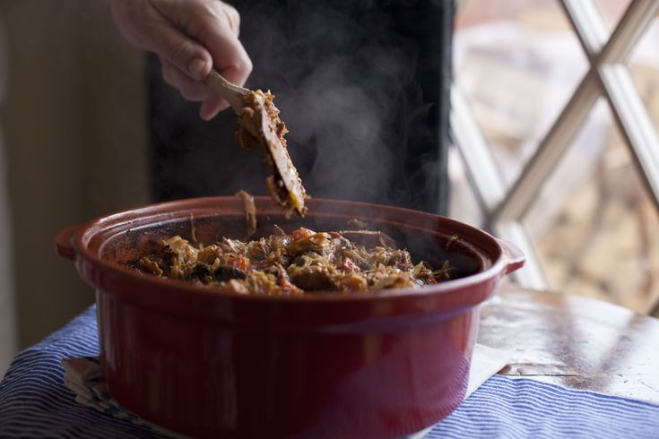 One-pot (sheet pan, casserole dish, pressure cooker and dutch oven) main meals