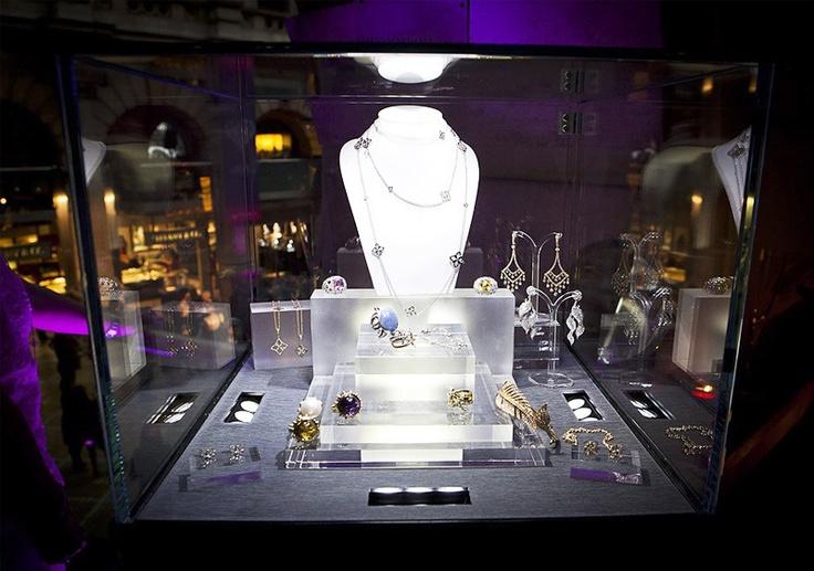 Już między 7, a 16 czerwca w Londynie odbędzie się Jewelery Week 2013! Londyńskie święto biżuterii to siostrzana impreza Fashion Week przepełniona pokazami, seminariami i wystawami poświęconymi najciekawszym błyskotkom Anglii. http://yesismybless.com/jewellery-fashion-week-w-londynie/
