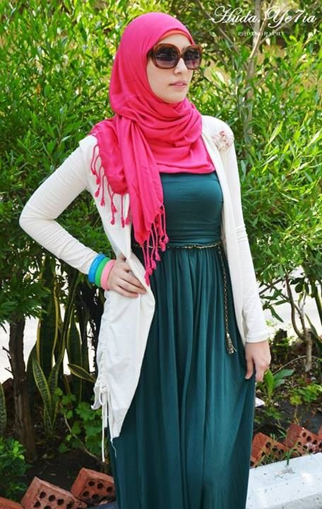 Teal dress, white cardigan, hot pink scarf, green, blue, pink bracelets