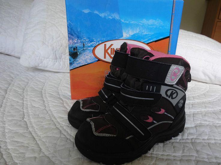 http://www.ebay.fr/itm/Bottes-de-neige-fille-KIMBERFEEL-Ophelia-rose-pt-31-/231348026451?pt=FR_YO_Bebe_ChaussuresChaussons