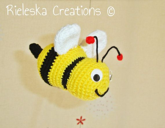 Crochet PDF Pattern- Crochet bee size 14 cm- 5,5 inches  Price is for the PATTERN only, not the finished product.  There is no shipping charge for this item, as it is a PDF file and will be sent almost direct of payment. If you dont receive it within 24 hours, please, contact me.  All patterns are written in standard American terms.  You can always contact me if you have any problems with the pattern. These patterns are copyright Rieleska Creations ©. Do not copy, sell or distribute my…