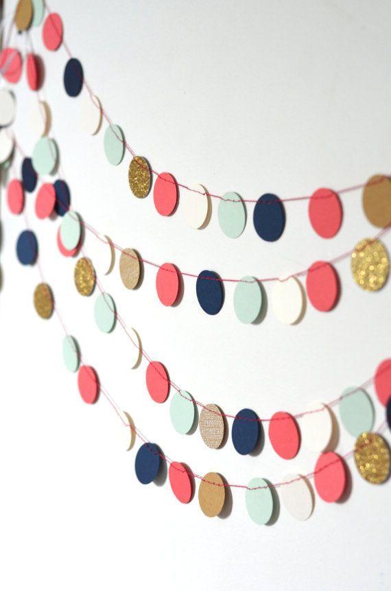 Guirlande de cercles de confettis marine par thePathLessTraveled