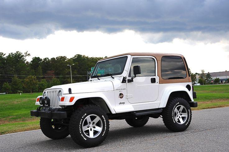 2000 Jeep Wrangler Sahara w/5spd Sweet color combo.