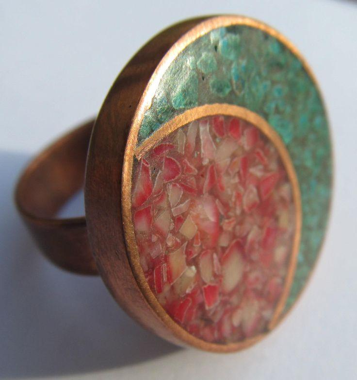 """anillo cobre , malaquita y coral rojo   """" Aros de cobre diseño exclusivo """""""