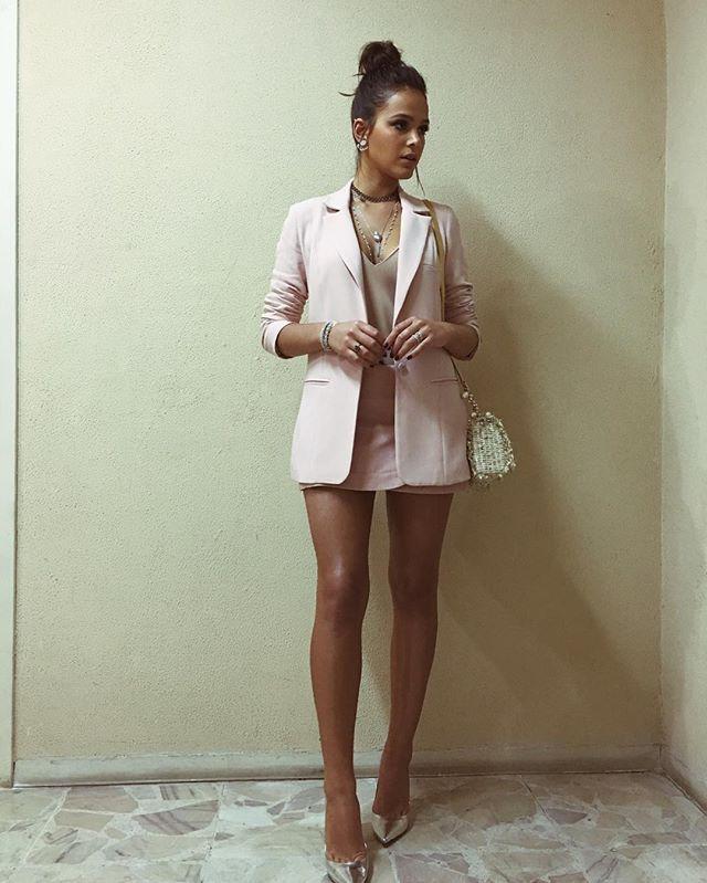 Lady in pink  (by Bruna Marquezine) Jóias LINDAS da minha querida @carlaamorim_  Look @crisbarrosofficial  Sapato @schutzoficial  Bolsa @houseofherrera  Por @julianoezuel  E beleza por @krisna_carvalho