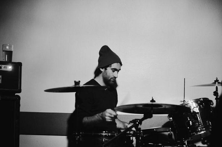 Matteo Canali. 19/11 Born by Chance e La Suerte, live al Circolo Libero Pensiero, Lecco. Fotografie di Chiara Arrigoni. #musica #lecco #concerto #bornbychance #liberopesiero #venerdì #drum #drummer #batterista #cymbal #blackandwhite