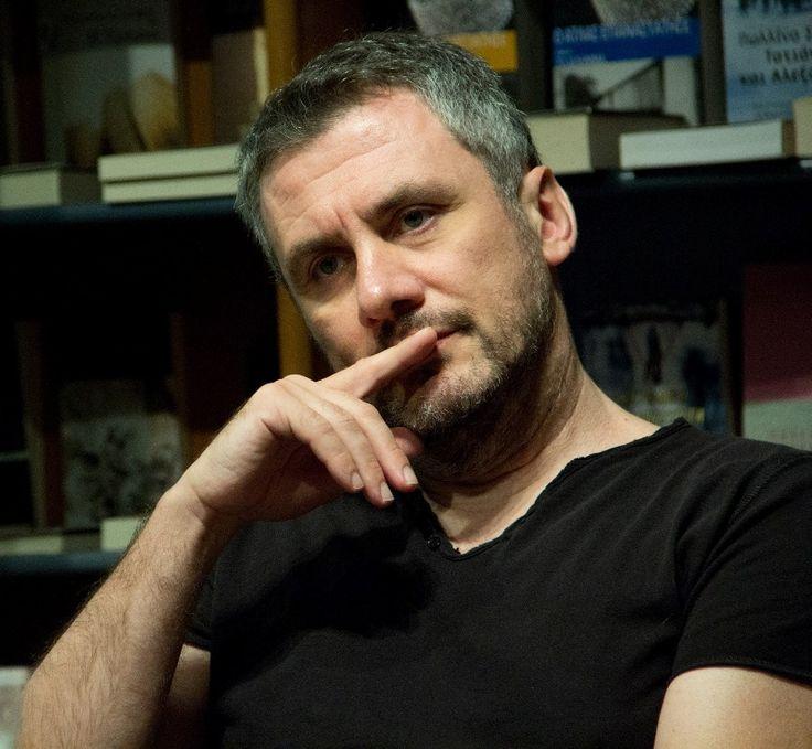 Δημήτρης Στεφανάκης: « Ας πούμε απλώς ότι η λογοτεχνία είναι η μικρή Ιστορία του κόσμου, που με τον τρόπο της επινοεί εκ νέου το παρελθόν ανατρέποντας συχνά τη μεγάλη Ιστορία.»  Συνέντευξη στην Ελένη Γκίκα // #book #interview #novel #novelist #opinion #view #life http://fractalart.gr/dimitris-stefanakis