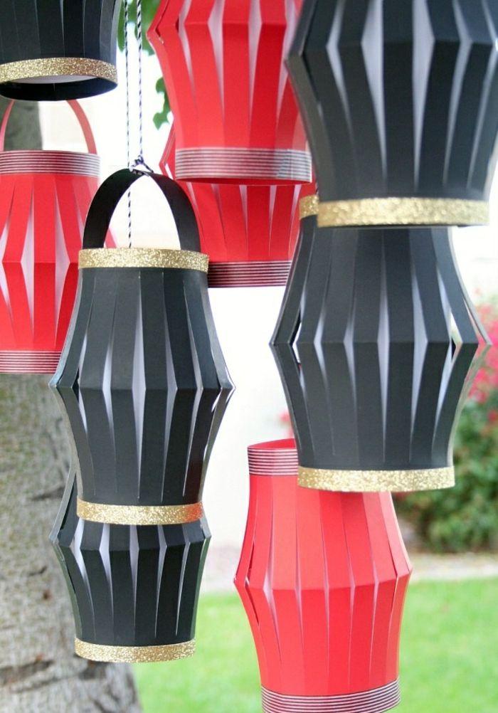 chinesische laternen basteln aus rotem und schwarzem papier, gartendeko