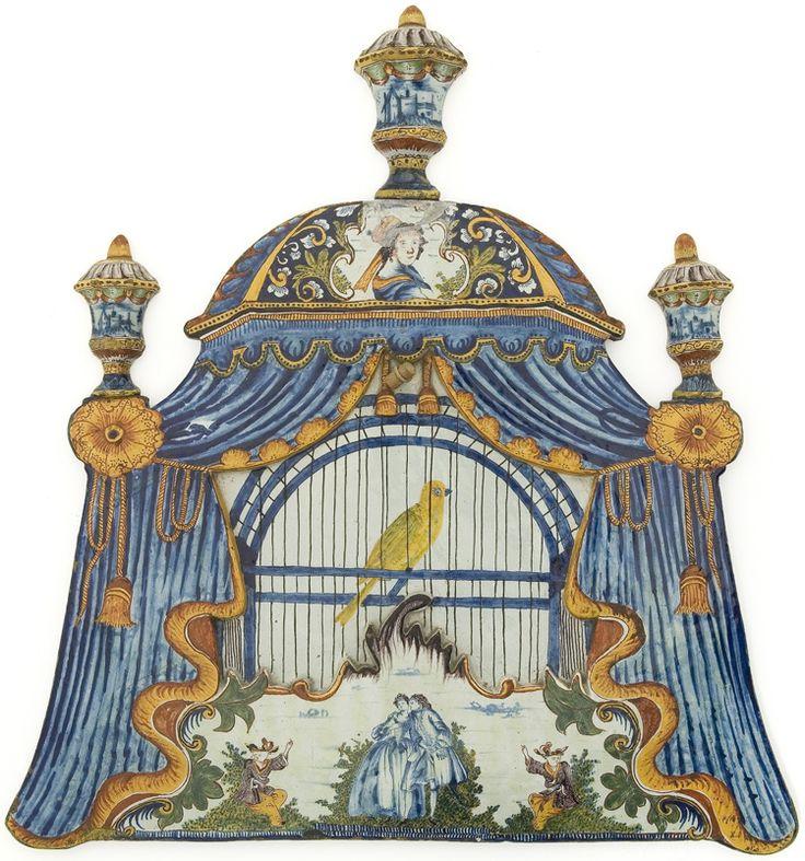 Plaque murale en forme de cage à oiseau recouverte d'une tente verte, Delft, vers 1780, Faïence de grand feu © Les Arts Décoratifs / Photo : Jean Tholance: Birds Cages, Les Art, Birds Cases, Art Museums, Ss, Wall Plates, Decorative Art, Art Deco, Decor Art