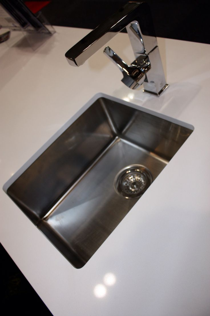 Under mount sink