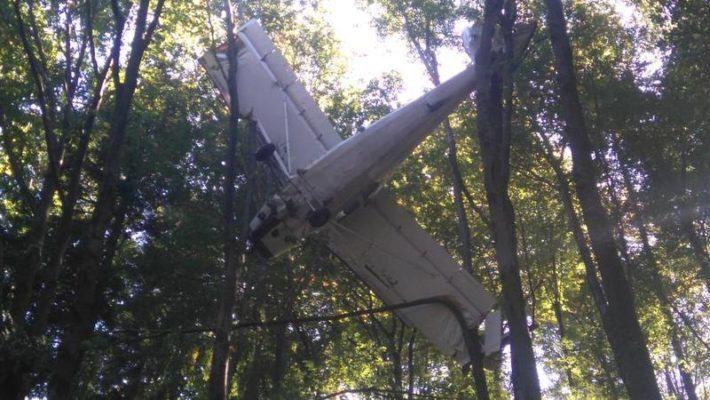 W czwartkowe przedpołudnie 14 września w lesie na terenie Nadleśnictwa Ustrzyki Dolne (RDLP w Krośnie) pracownicy leśni zauważyli samolot zawieszony w koronach drzew. Powiadomiono Straż Pożarną, GOPR i Straż Graniczną, po sprawdzeniu okazało się, że kabina pilota jest pusta. Obecnie są wyjaśniane okoliczności tego zdarzenia.