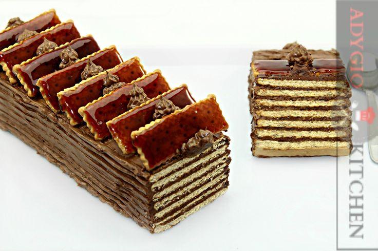 Tort dobos cu biscuiti fara coacere - Adygio Kitchen