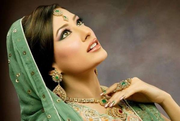 possibly do this kind of a makeup and lip color for the walima