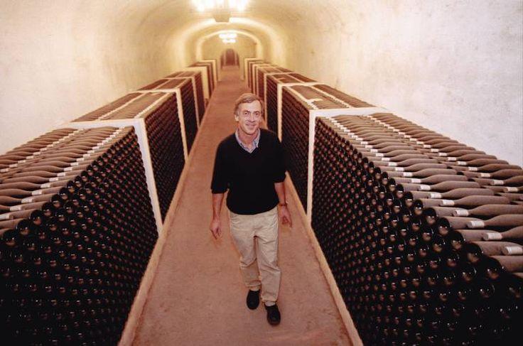 Bestefaren lurte vinen inne. Nå har Jean Marie Touchais mengder med gammel dessertvin å selge.