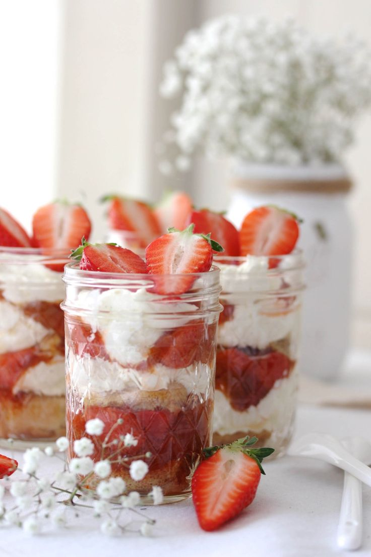 Erdbeer-Rhabarber-Tiramisu