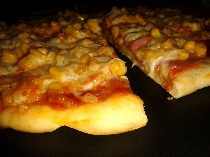Lusta pizzatészta – tíz perc alatt, kelesztés, dagasztás nélkül, bögrésen