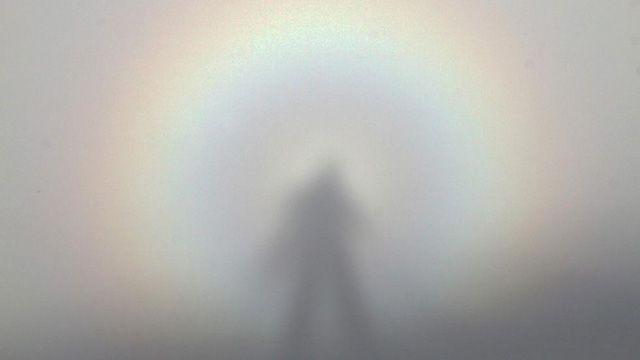 Die Wetter-Bedingungen müssen stimmen, dann zeigt es sich, das berühmte Brockengespenst. In den kommenden Tagen sind die Voraussetzungen gut! Der Brocken im Harz, mit 1141 Metern Höhe die höchste E…