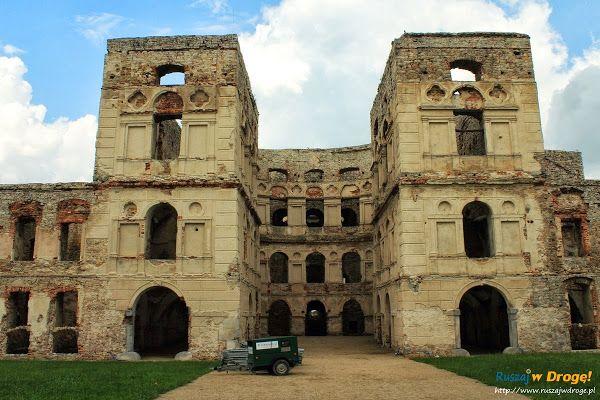 #Zamek #Krzyżtopór w Ujeździe - dziedziniec zamku