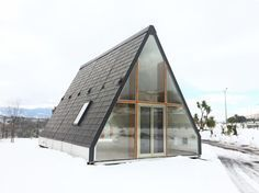 Italian architect Renato Vidal has created a prefabricated foldable house that takes less than a day...