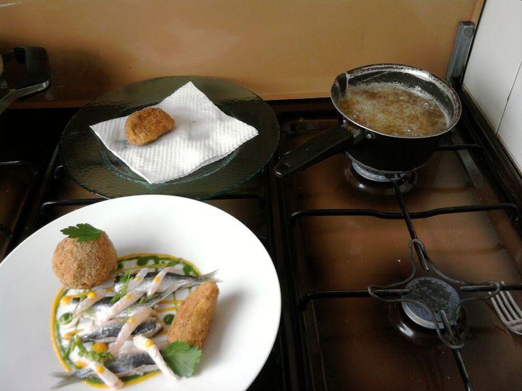 Sardine arrostite e gamberetti  marinati crocchette di patata e finocchio,salse  Gino D'Aquino