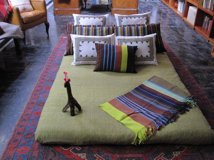 De la linea de cama Celeste. Duvet y colchas Oaxaqueñas hechas en telar de pie.