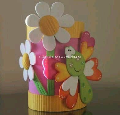 más y más manualidades: Latas decoradas con foamy