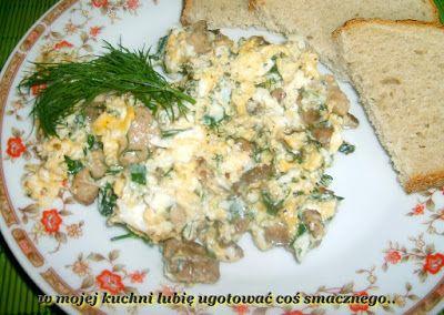 W Mojej Kuchni Lubię..: jajecznica koperkowo-szczypiorkowa na mięsku...
