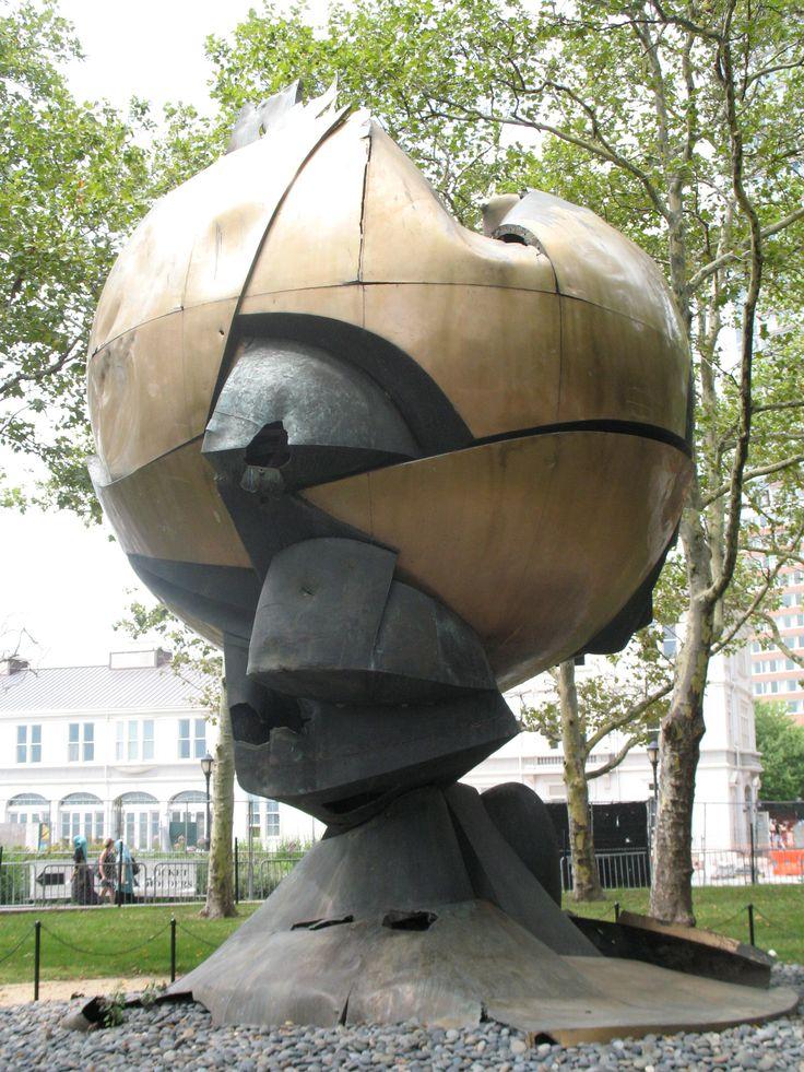 The Sphere is zwaar gehavend onder het puin vandaan gekomen na de aanslagen op de Twin Towers. Het metalen kunstwerk stond op het plein bij het WTC  en kreeg een half jaar later een (tijdelijke) plek in Battery Park op de  zuidpunt van Manhattan. In zijn niet gerepareerde toestand, is het een herdenkingssymbool geworden voor nabestaanden en overlevenden van 9/11 en voor toeristen.