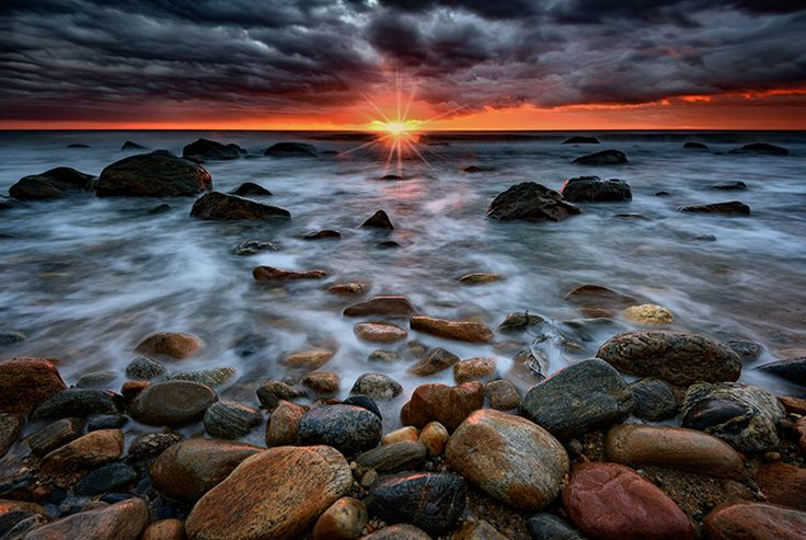 5 Tips to Take Better Sunset Photos – and Why Not to Photograph the Sunset Directly