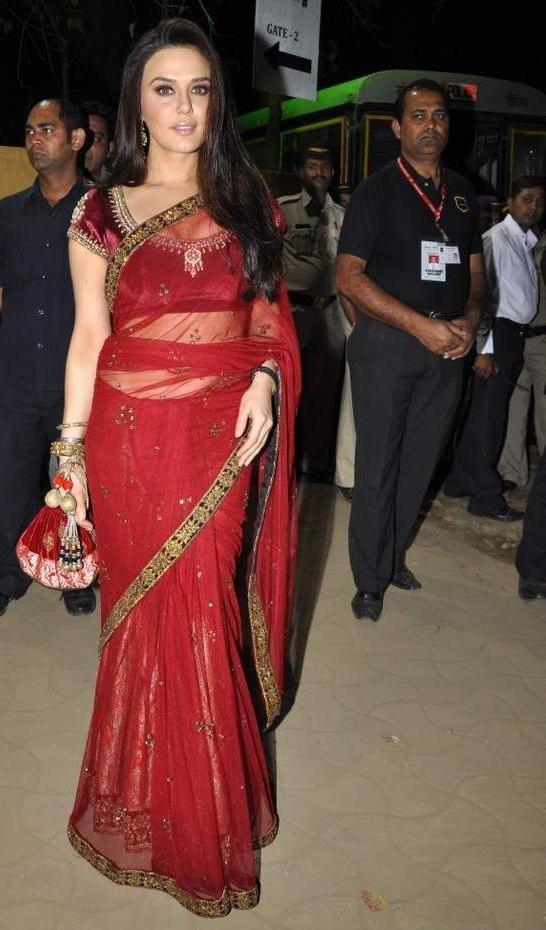 Manish Malhotra creation saree n preity luks pretty wearing it ;P