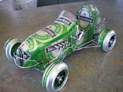 Bienvenido. » En la página de Sandy CanCars encontramos unos impresionantes modelos de coches hechos a partir de latas de aluminio. El plano. Las ruedas. Materias primas. Paso a paso. Gracias por...