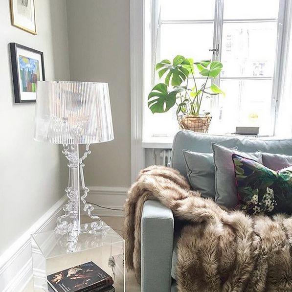 Turkos Valen XL dunsoffa. Soffa, dun, djup, låg, linne, vardagsrum, möbler, inredning, päls, fuskpäls, pläd, filt, brun. http://sweef.se/
