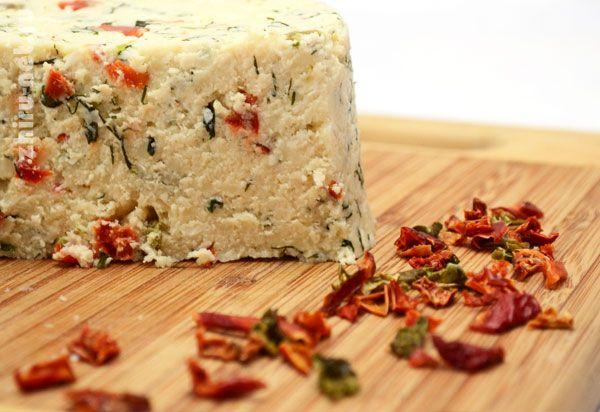 Как приготовить домашний сыр с укропом и паприкой. Как приготовить домашний сыр…
