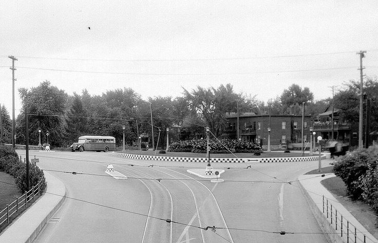 https://flic.kr/p/geoY3e | Intersection near the Pretoria Bridge-Elgin St. 1930's | Ottawa, ON