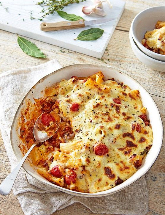 Having a taxing week at work or just in the mood for a bit of indulgence? Load up on some vital energy-supplying carbs with our rich and luxurious recipe for Greek pasticcio