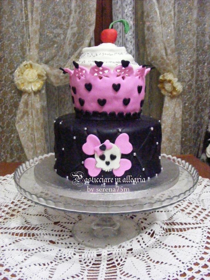 pasticciare in allegria: Torta Cupcake con teschio...