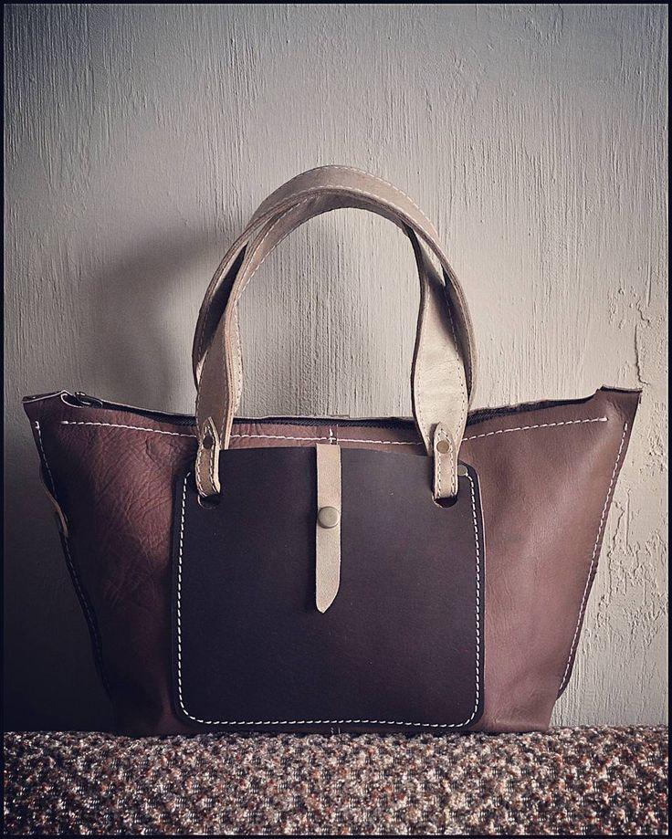 «Кофейная  Небольшая изящная сумочка на каждый день - идеальный вариант для города. Сумка функциональна с обеих сторон - её можно носить любой стороной…»