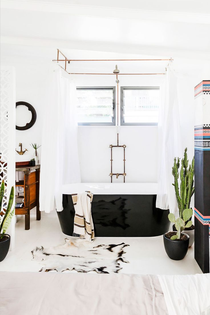 Bathroom from rustic bohemian cottage in Newcastle, NSW. Photography: Maree Homer | Styling: Kerrie-Ann Jones