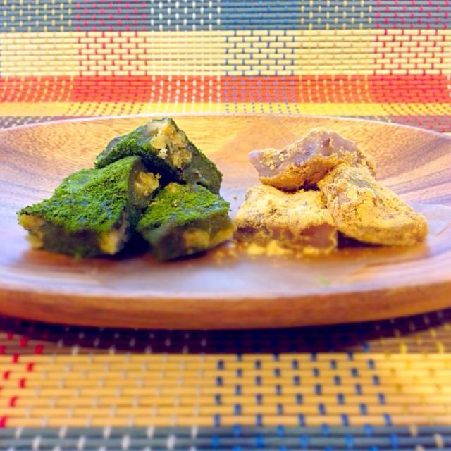 半分はレシピそのまま、もう半分は生地にも抹茶を混ぜて、抹茶をまぶしました。 もちもちで、小豆の甘さとクルミの食感がたまらなーい❤︎  先に作ってたさくちん、みったん、食べともお願いしますヽ(o´∀`o)ノ - 175件のもぐもぐ - うどんだらさんの料理 あずきくるみ餅⭐レンジで簡単♪ by rie02yk