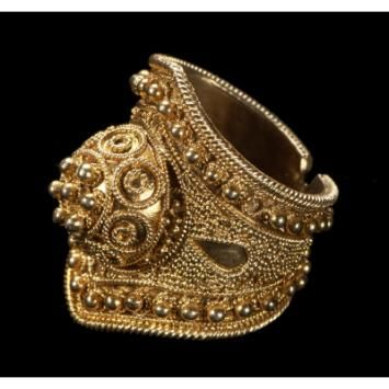"""Maker: Wolof peoples Ring  (""""BAGUE DE COURONNE"""" (crown ring), courone) Medium: Gold, copper Geography: Senegal"""