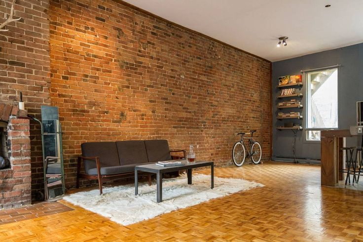Appartement à Montréal, Canada. **Please send me a message (and wait for a response) prior to sending a reservation request. I will respond to all messages as they come. Thanks!   This apartment is conveniently located in the centre of Montreal's most popular district. The build...
