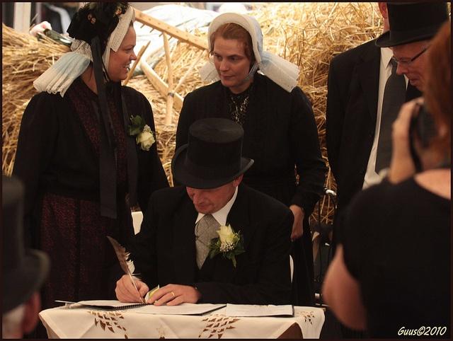 21aug10  tekenen huwelijksakte by guus timpers, via Flickr #Overijssel #Twente #Saksen