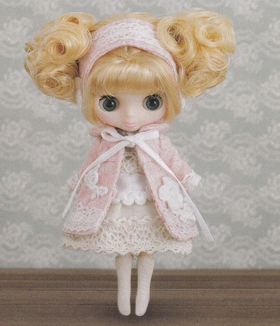 Petite Blythe Mini Pullip Dal doll Snowy Winter by DollyAndPaws, $2.50 PIRATED PATTERN (wonder where it comes from?)