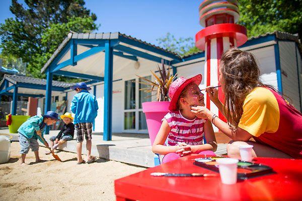 Découvrez le camping 5* Port de Plaisance dans le Finistère pour vos prochaines vacances en famille !  Plus d'infos : https://www.tohapi.fr/bretagne/camping-port-de-plaisance.php #tohapi #vacances #camping #enfants #activités #jeux #bretagne #portdeplaisance #benodet #clubenfants #animations