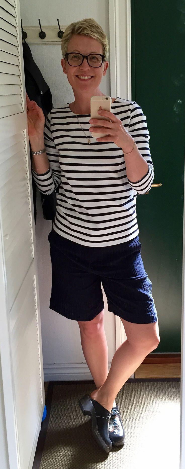 https://flic.kr/p/uhhG8e | 2015-06-07 | Vit- och blårandig tröja Busnel, mörkblå shorts H&M, träskor med kurbits