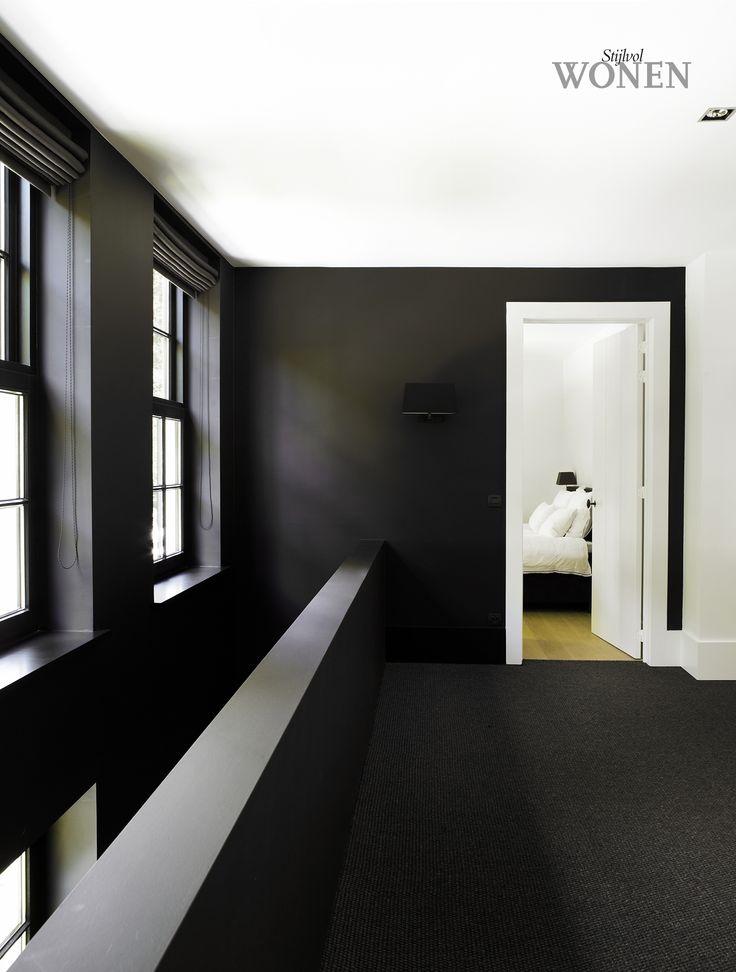 Stark black and white contrasts by Vincent Bruggen and Oscar V. Photo by Dorien Ceulemans.